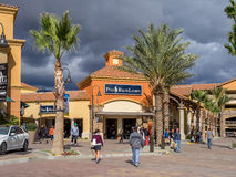 沙漠小山优质出口购物中心 免版税图库摄影