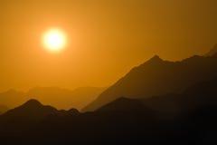沙漠山日落 免版税库存图片