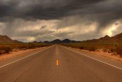 沙漠山路 库存图片