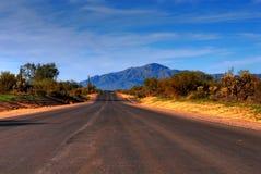沙漠山路 免版税库存图片