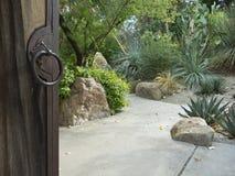 沙漠庭院邀请您 免版税库存照片