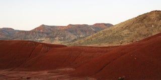 沙漠形成高小山横向红色 免版税库存照片
