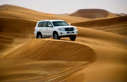 沙漠徒步旅行队在迪拜,团结的Ara 库存图片