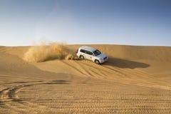 沙漠徒步旅行队在迪拜,阿拉伯联合酋长国 库存照片