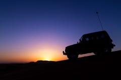 沙漠徒步旅行队在迪拜 图库摄影
