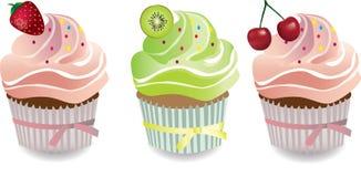 沙漠杯形蛋糕用果子和打好的奶油 库存图片