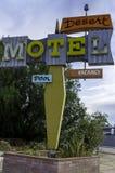 沙漠汽车旅馆标志 免版税库存照片