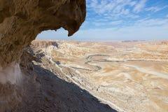 沙漠河床和峭壁 库存照片