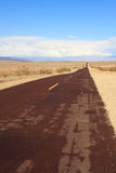 沙漠漫长的路 库存图片