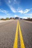 沙漠漫长的路 免版税库存图片