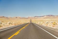 沙漠离开了高速公路内华达 库存照片
