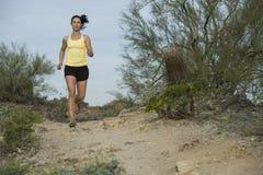 沙漠足迹奔跑 库存图片