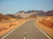 沙漠路在埃及 免版税库存照片