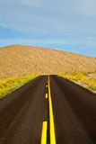 沙漠路在死亡谷国家公园 免版税图库摄影