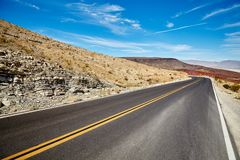 沙漠路的图片 库存照片