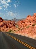 沙漠路绕 库存图片
