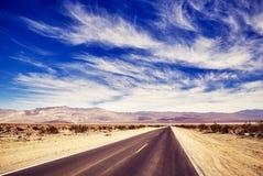 沙漠路,旅行概念图片 免版税库存照片
