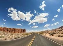 沙漠路,美国的全天相镜头图片 免版税图库摄影