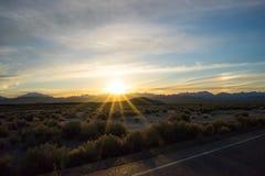 沙漠迪拜沙丘日落 库存图片