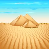 沙漠金字塔 免版税库存图片