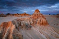 沙漠雕刻的岩石在澳洲内地 免版税图库摄影