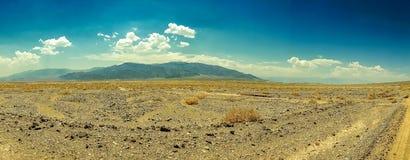 沙漠高速公路向死亡谷国家公园 免版税库存照片