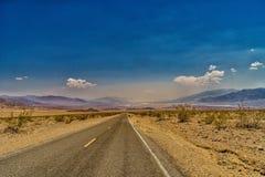 沙漠高速公路向死亡谷国家公园 图库摄影