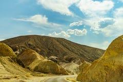 沙漠高速公路向死亡谷国家公园 免版税库存图片