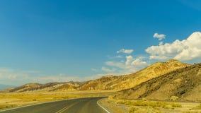 沙漠高速公路向死亡谷国家公园 库存照片