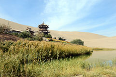 沙漠绿洲在敦煌 免版税库存图片