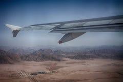 沙漠从飞机的山景 免版税图库摄影