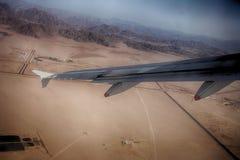 沙漠从飞机的山景 免版税库存照片