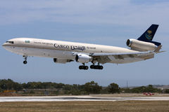 沙特货物MD-11着陆 免版税图库摄影
