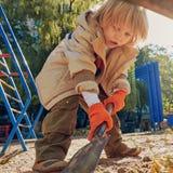 沙盒的逗人喜爱的小男孩 库存照片