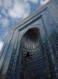 沙赫Zinda大墓地, Sama蓝色铺磁砖的门面  图库摄影