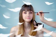 沙龙的俏丽的妇女与飘渺概念 免版税库存照片