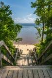 沙滩和海洋看法从木板走道 库存照片