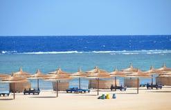 沙滩在旅馆在Marsa Alam -埃及 免版税库存图片