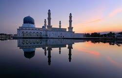 沙巴的,婆罗洲,马来西亚Likas浮动清真寺 库存照片
