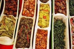 从沙巴,马来西亚的地方含蔬菜的盘 库存图片