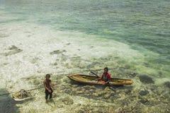 沙巴,马来西亚- 11月19 :在a的未认出的Bajau Laut孩子 库存图片