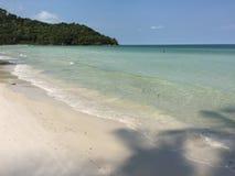 没有人的一个美丽的海滩 图库摄影