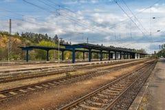 没有人的火车火车站 图库摄影
