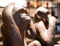 没有听见猴子雕塑 免版税库存照片