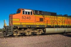 没有固定式BNSF货车的机车 5240 免版税库存照片