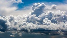 没有土地的剧烈的雨云背景 免版税图库摄影