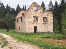 没有屋顶的被放弃的房子 库存照片