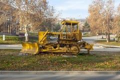 没有引擎的黄色buldozer 库存图片