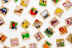 没有拷贝的普通木玩具纠正,代表动物 免版税库存图片