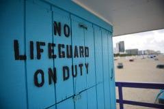 没有救生员的南海滩 免版税图库摄影